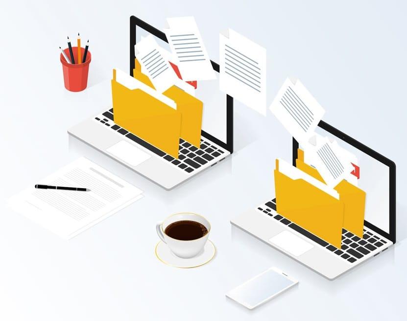 Image deux ordinateurs et fichiers