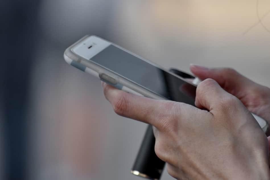 Smartphone dans des mains