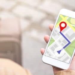 Smartphone avec plan sur l'écran