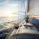 A bord d'un voilier sur la mer
