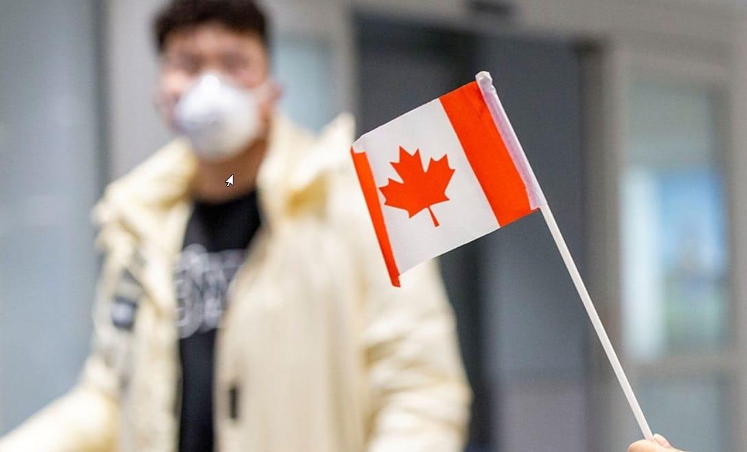drapeau du canada avec homme masqué contre coronavirus
