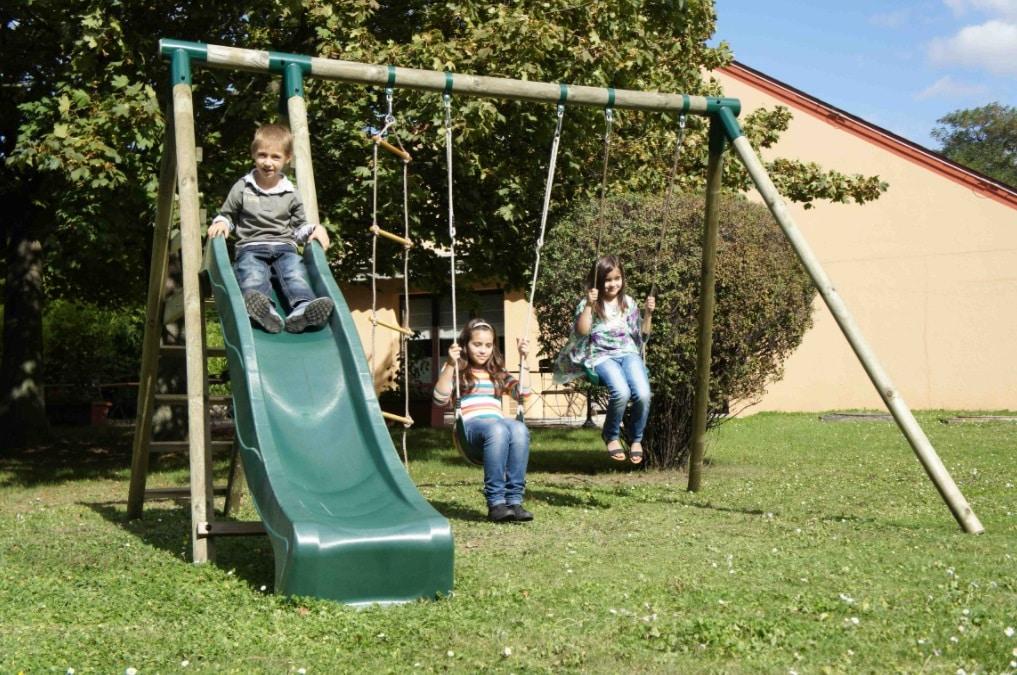 enfants balançoire toboggan jardin maison